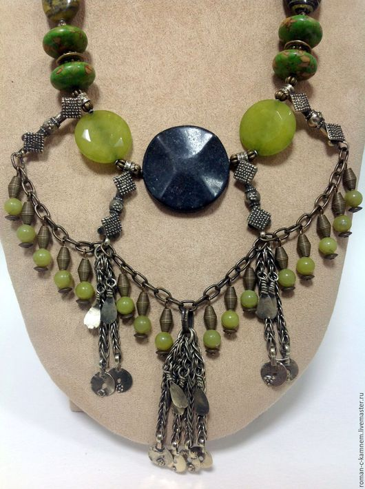 Колье ,бусы из натуральных камней в этническом стиле. Очень крупное восточное украшение из зеленых агатов и яшмы. Оригинальный подарок стильной женщине и девушке. Стиль бохо.