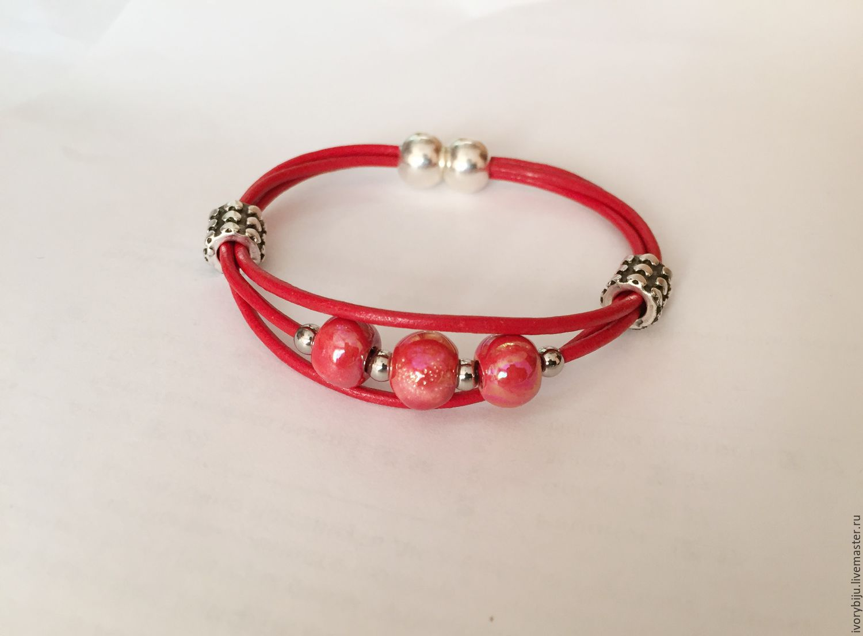 Красный кожаный браслет с керамическими бусинами, Браслеты, Москва, Фото №1