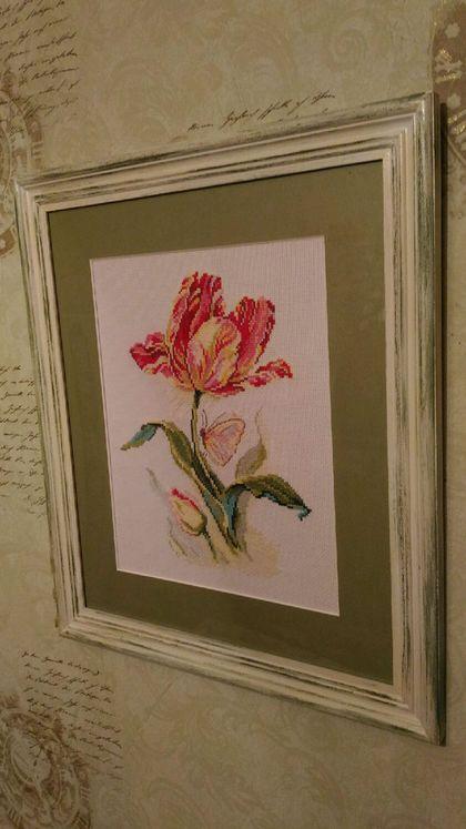 """Картины цветов ручной работы. Заказать Вышивка крестом """"Тюльпан и бабочка"""". Марина. Ярмарка Мастеров. Вышивка, тюльпаны, тюльпан"""