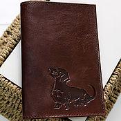 Канцелярские товары ручной работы. Ярмарка Мастеров - ручная работа Обложка на паспорт из натуральной кожи собака Такса. Handmade.