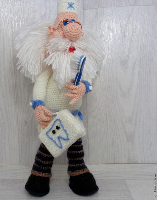 Сказочные персонажи ручной работы. Ярмарка Мастеров - ручная работа. Купить Подарок стоматологу игрушка вязаная Айболит  с зубной щёткой. Handmade.