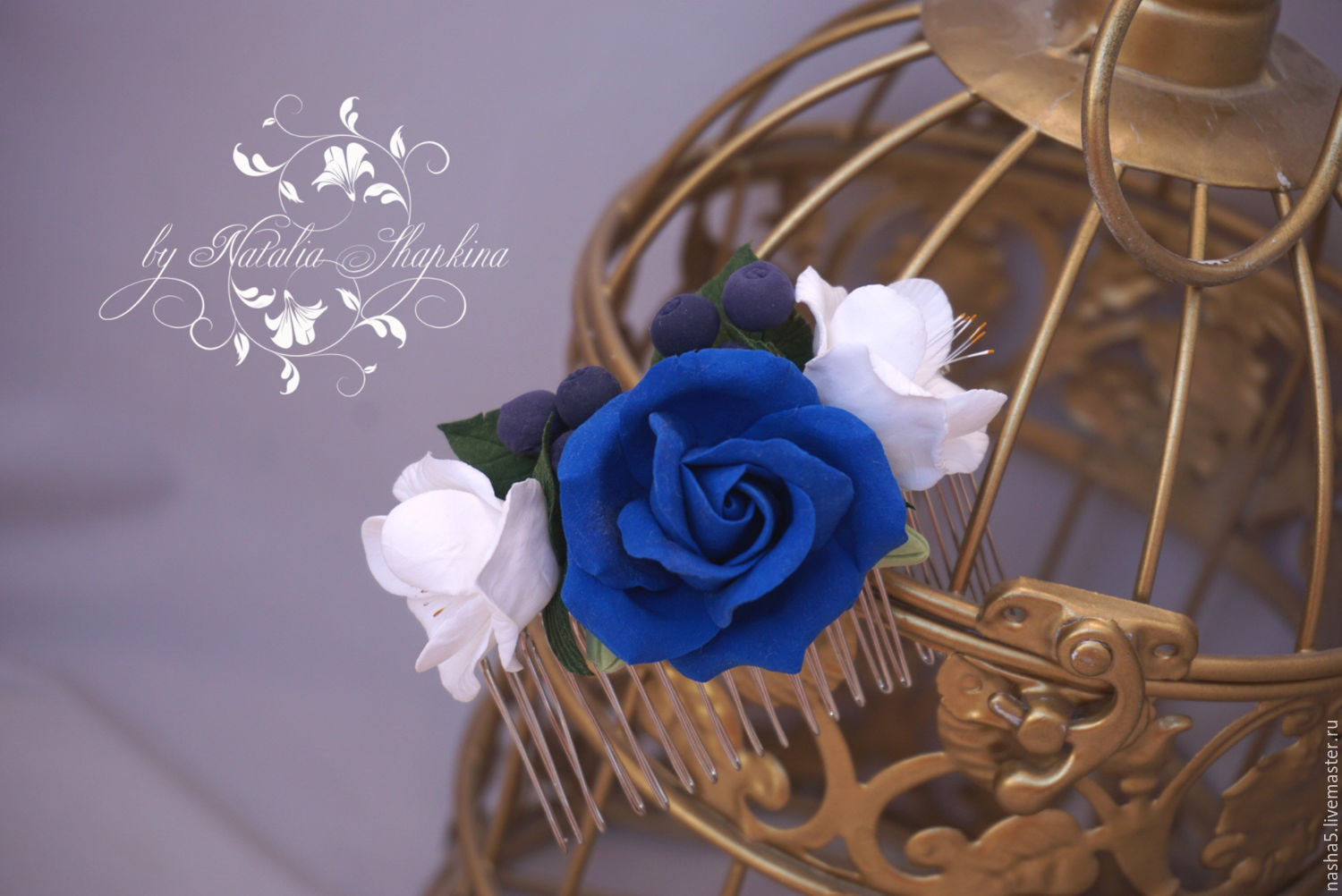 Comb with blue roses, freesias and blueberries