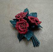 Бутоньерка, брошь БУКЕТ ИЗ КРАСНЫХ РОЗ , цветы  из кожи