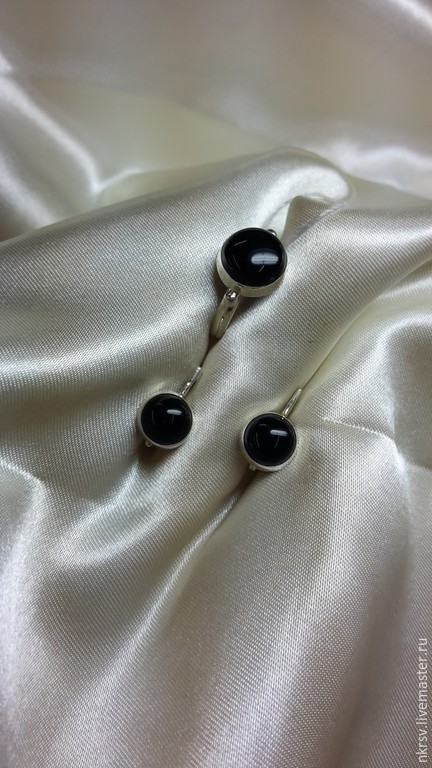Комплект украшений ручной работы из натурального черного агата в серебре.