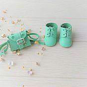 Одежда для кукол ручной работы. Ярмарка Мастеров - ручная работа Комплект из сумки и ботиночек для куклы. Handmade.