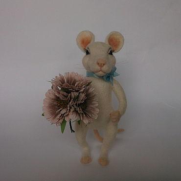 Куклы и игрушки ручной работы. Ярмарка Мастеров - ручная работа Войлочная игрушка: Мышь войлочная, белая мышь. Handmade.