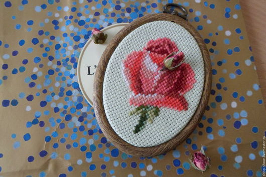 Картины цветов ручной работы. Ярмарка Мастеров - ручная работа. Купить Вышитое панно Бутон розы. Handmade. Подарок девушке