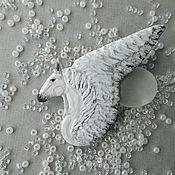 Украшения ручной работы. Ярмарка Мастеров - ручная работа Брошь Пегас белый, белая брошь лошадь, крылья. Handmade.