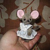 Куклы и игрушки ручной работы. Ярмарка Мастеров - ручная работа Манюня с приданым (8см). Handmade.