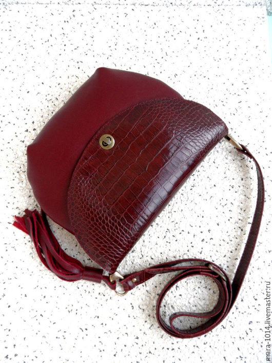 Женские сумки ручной работы. Ярмарка Мастеров - ручная работа. Купить ЯГОДА МАЛИНА, кожаная сумочка на длинном ремешке. Handmade.