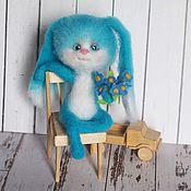 Куклы и игрушки ручной работы. Ярмарка Мастеров - ручная работа Зайка с незабудками Интерьерная валяная игрушка. Handmade.
