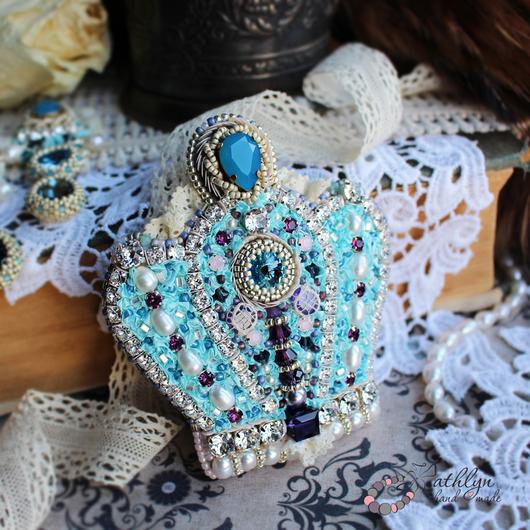 """Броши ручной работы. Ярмарка Мастеров - ручная работа. Купить Брошь - корона """"Голубая королева"""" : вышивка бисером, лентами. Handmade."""