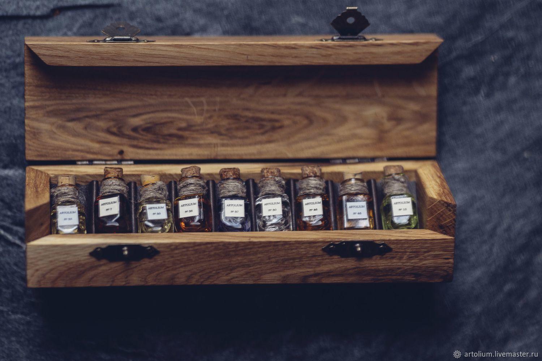 пробники ароматов ARTOLIUM в футлярах из цельного дуба косого среза с латунными петлями и замочками