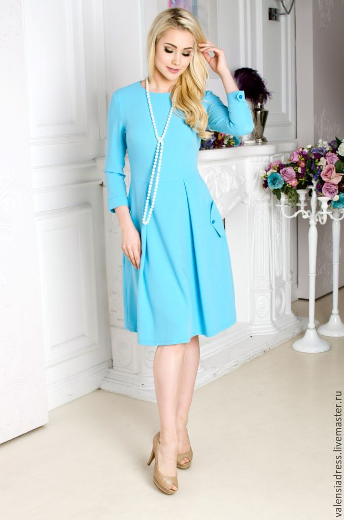 dress in business-style dress for every day dress in office