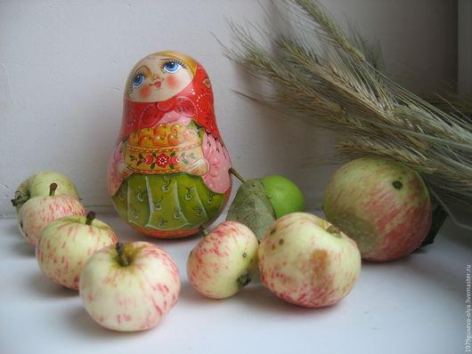 """Сувениры ручной работы. Ярмарка Мастеров - ручная работа. Купить неваляшка деревянная """" Яблочки"""". Handmade. Комбинированный, яблочный спас"""