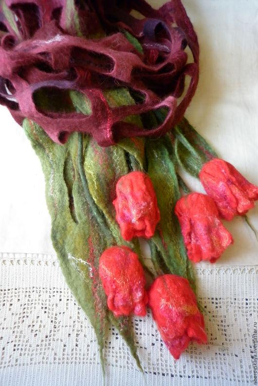 Шали, палантины ручной работы. Ярмарка Мастеров - ручная работа. Купить Шарф-палантин валяный из шерсти Алый букет с красными тюльпанами. Handmade.