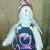 Куклы и игрушки ручной работы. Ярмарка Мастеров - ручная работа Тильда Зайка в джинсовом сарафане. Handmade.