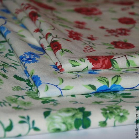 Голубые, красные и зеленые розы на белом фоне. Хлопок 100%. Ткань для шитья и рукоделия. Набор есть в наличии.