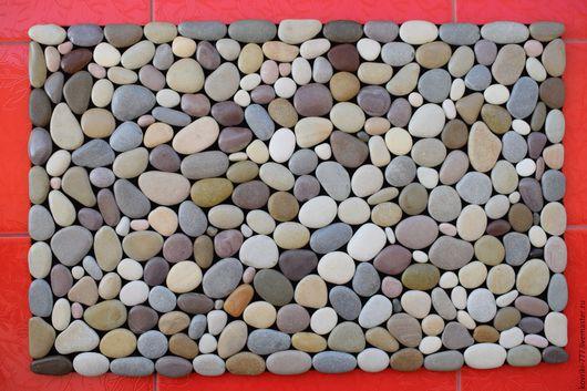 Каменный коврик разноцветный. Цена 4000 руб. Размер 45х70 см.