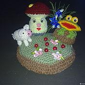 Подарки на 8 марта ручной работы. Ярмарка Мастеров - ручная работа Подарки на 8 марта: Вязанные игольницы  Полянка и грибок мухоморчик. Handmade.