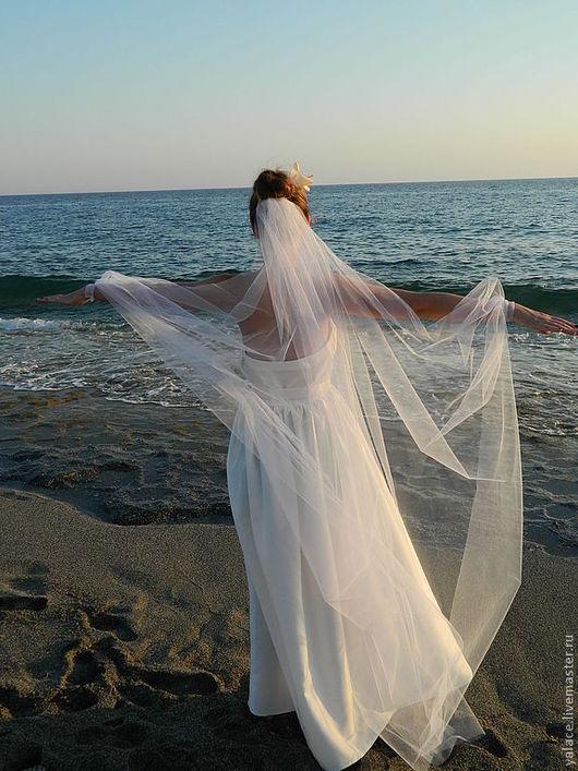 Длинная фата из мягкого фатина на изящных манжетах с вышивкой для трогательной невесты,а также для девушки ,чья свадьба планируется на море.Выполню фату любого другого размера и цвета ,любой сложности.