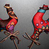 Подарки к праздникам ручной работы. Ярмарка Мастеров - ручная работа Петушок на палочке, интерьерное украшение, елочная игрушка. Handmade.