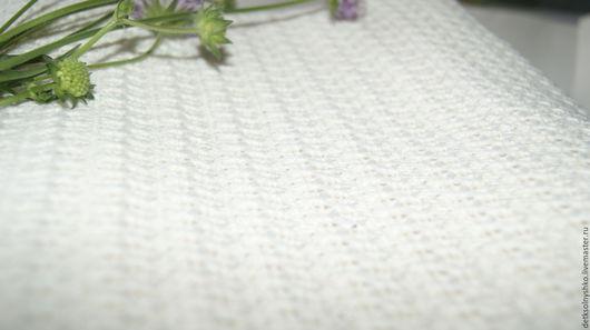 Работа от Татьяны. Пледик связан на машине. вязание плотное. размер 90-100. Прекрасное изделие для выписки младенчика. Носочки в подарок.