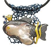 """Подвеска """"Золотая рыбка"""" с жемчужиной, сапфирами, из золота и сербра"""