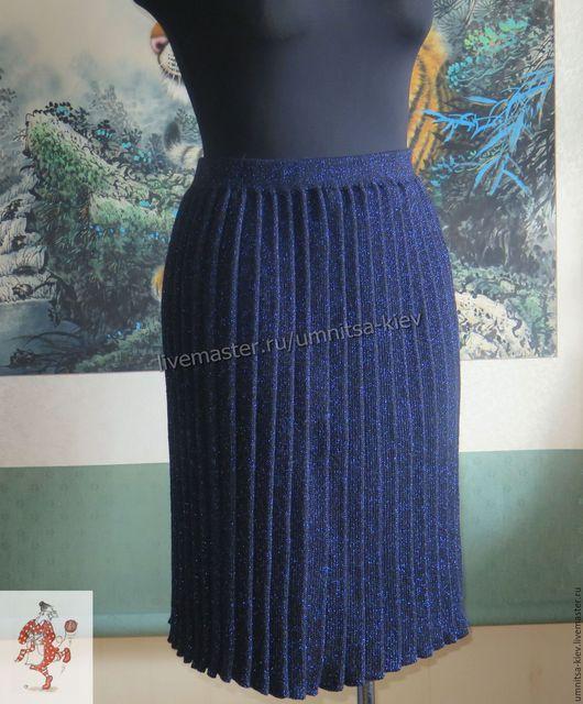 Фото. Вязаная юбка плиссе `Ночное небо` выполнена из мелких складок.