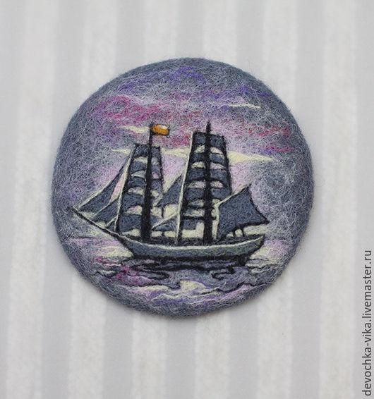 Я разбираю технику ювелирного рисунка на примере изображения корабля в море