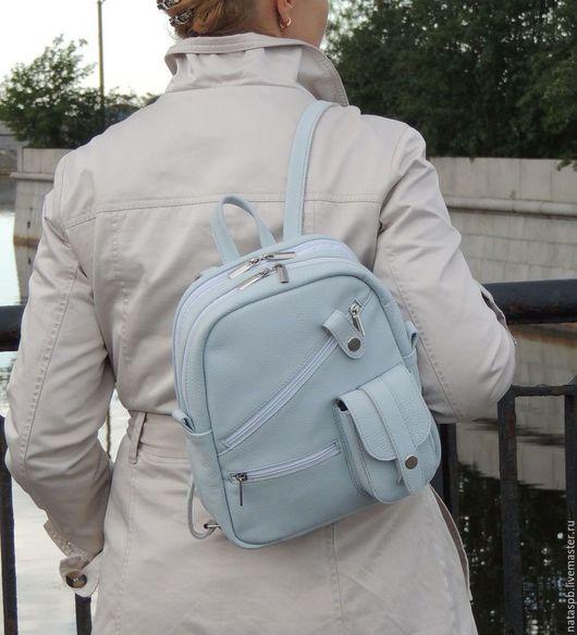 Рюкзачок «Милена» для девушек, женщин, которым по душе небольшие рюкзачки. Несмотря на свои размеры в рюкзаке много карманов, кожаные лямки - все для комфортного использования!