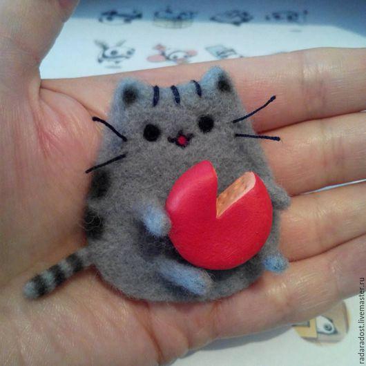Броши ручной работы. Ярмарка Мастеров - ручная работа. Купить Pusheen the Cat, Котик-эмодзи, брошь/магнит. Handmade. Серый