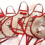 """Подарки к праздникам ручной работы. Ярмарка Мастеров - ручная работа Фартучки на бутылку """"Новогодние"""". Handmade."""