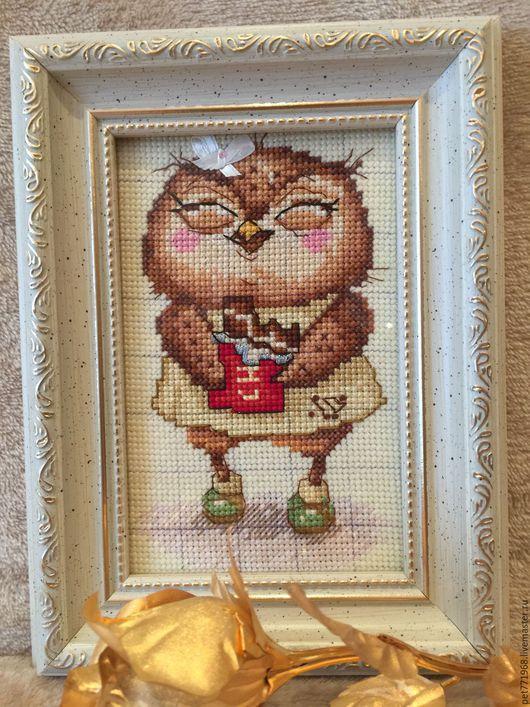 """Животные ручной работы. Ярмарка Мастеров - ручная работа. Купить Ручная вышивка """"Совушка сладкоежка"""". Handmade. Бежевый, мулине"""