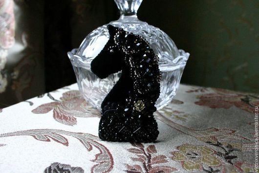 """Броши ручной работы. Ярмарка Мастеров - ручная работа. Купить Брошь - """"Mossa del cavallo или ход конем"""". Handmade."""