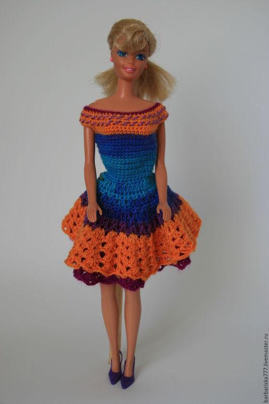 Это платье из акриловой пряжи. Мягкое и приятное на  ощупь. Юбочка двойная