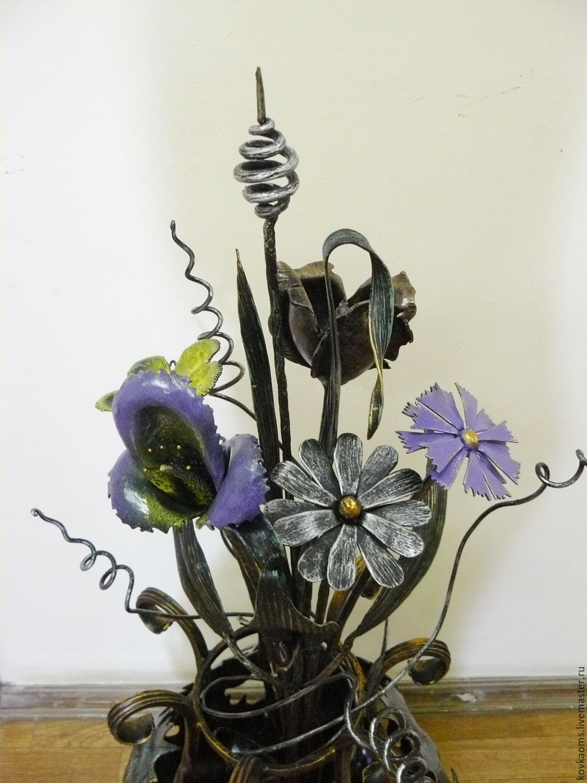 Напольная ваза с цветами