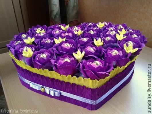 Букеты ручной работы. Ярмарка Мастеров - ручная работа. Купить Сердце из конфет в фиолетово-желтых тонах. Handmade. Тёмно-фиолетовый
