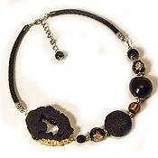 Черный метеорит. Стильное украшение бохо из среза агата с кожей