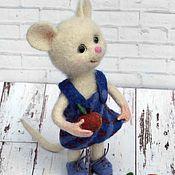 Куклы и игрушки ручной работы. Ярмарка Мастеров - ручная работа Мышка с яблоками. Валяная игрушка из шерсти. Handmade.