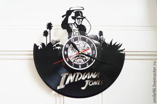 """Часы для дома ручной работы. Ярмарка Мастеров - ручная работа. Купить Часы из пластинки """"Индиана Джонс"""". Handmade. Комбинированный"""
