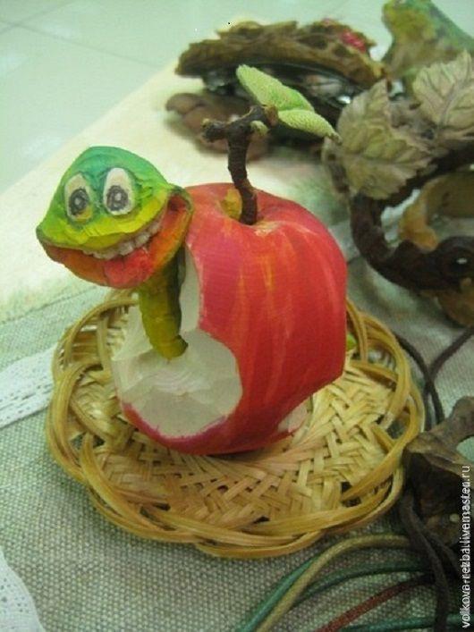 Игрушки животные, ручной работы. Ярмарка Мастеров - ручная работа. Купить Змей-искуситель, резьба по дереву. Handmade. Змей, яблоко