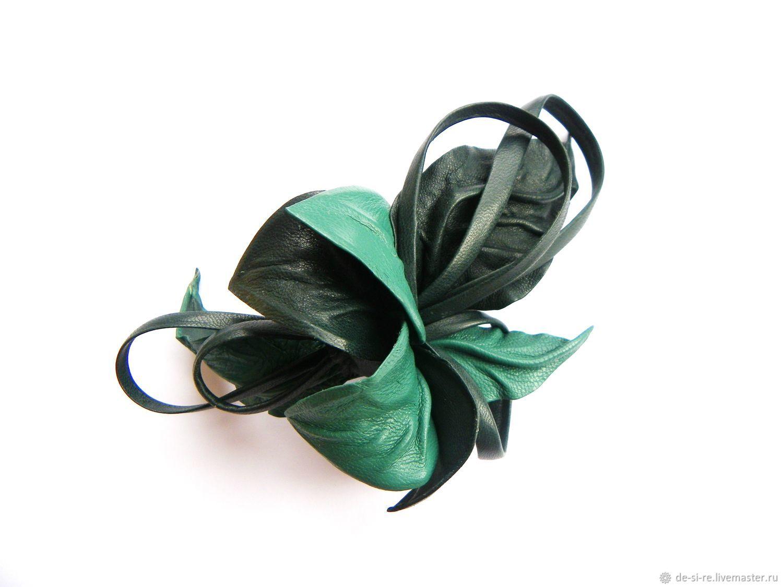 Брошь цветок из кожи шляпная брошь, брошь на шляпу, брошь на одежду, на пальто, на шубу, платье, пиджак, шарф, шаль палантин, на сумку, на пояс. Брошь зеленая, Shaded Spruce тенистая ель темно-мятная.