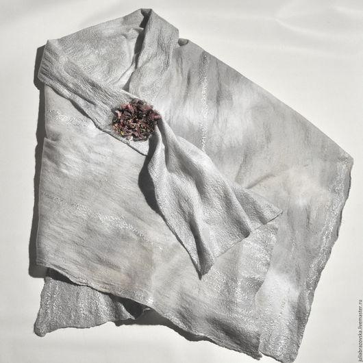 Шали, палантины ручной работы. Ярмарка Мастеров - ручная работа. Купить Палантин валяный Серебристый туман. Валяная,серая,теплая шаль,накидка. Handmade.