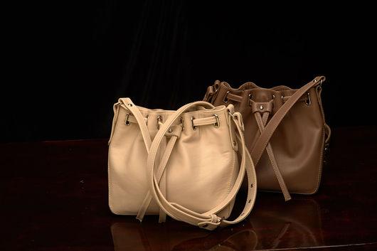 Женские сумки ручной работы. Ярмарка Мастеров - ручная работа. Купить Маленькие сумочки-кисеты из натуральной кожи.. Handmade. Бежевый