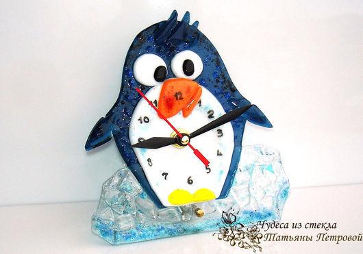 """Детская ручной работы. Ярмарка Мастеров - ручная работа. Купить детские настольные часы """"Пингвиненок Пусенька"""" , фьюзинг. Handmade. Разноцветный"""