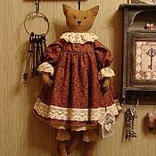 """Куклы и игрушки ручной работы. Ярмарка Мастеров - ручная работа Кошка и ее дом..""""Счастлив тот, кто счастлив у себя дома....."""". Handmade."""