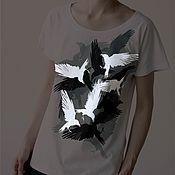 """Футболки ручной работы. Ярмарка Мастеров - ручная работа Женские футболки с принтом """"вороны"""", светящиеся в темноте. Handmade."""