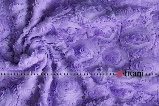 Р005 Ткань фактурная с 3D эффектом `Розы на сетке`. Цвет сиреневый.  Китай. Состав 100% п/э. Ширина 120 см. Диаметр розы 8-10 см.
