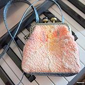 Сумки и аксессуары ручной работы. Ярмарка Мастеров - ручная работа Сумочка маленькая с фермуаром войлочная. Handmade.
